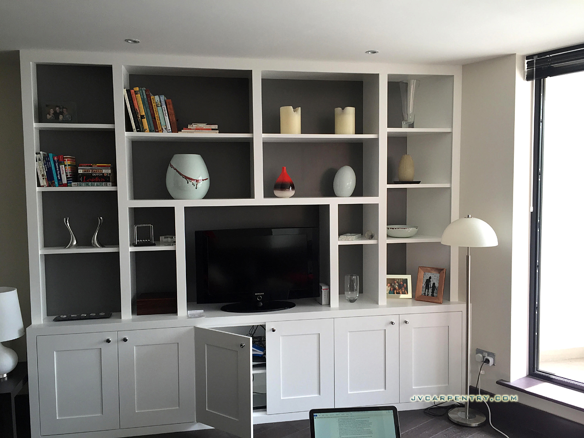 Fitted contemporary bookcase (TW1)