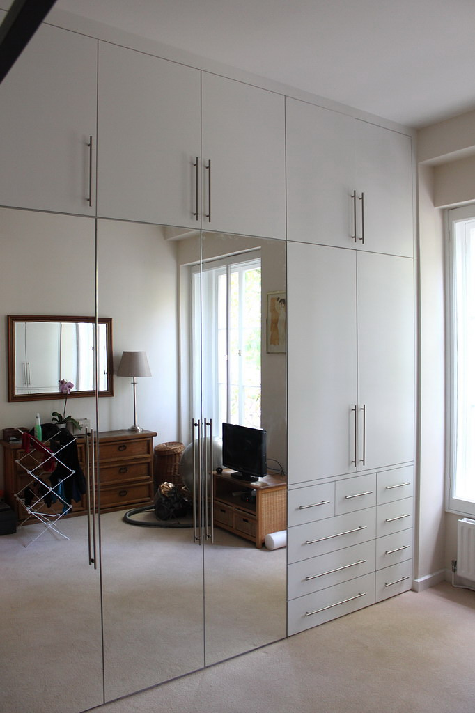 Fitted wadrobe with drawers and mirrors doors in Paddington