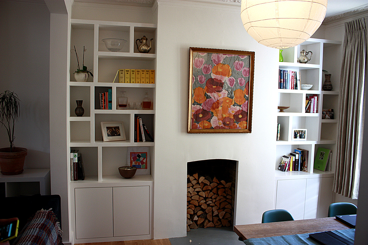 Contemporary alcove cabinet with 'Zig Zag' floating shelves