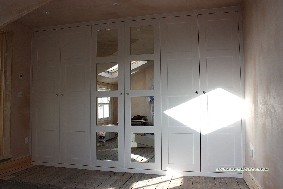 Fitted wardrobe with panneled mirrored doors