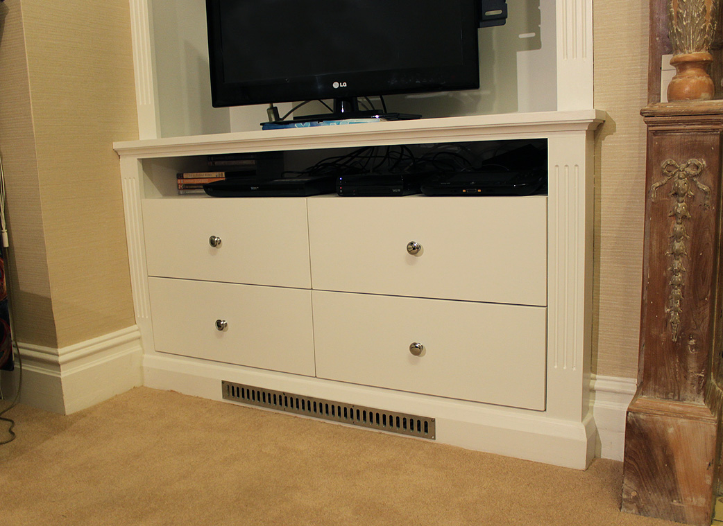 Alcove cabinet with drawers