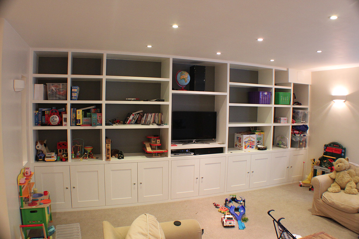 Modern large fitted bookcase with integrated TV, Fulham brodway SW London