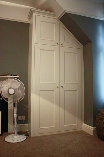 Fitted wardrobe with slope