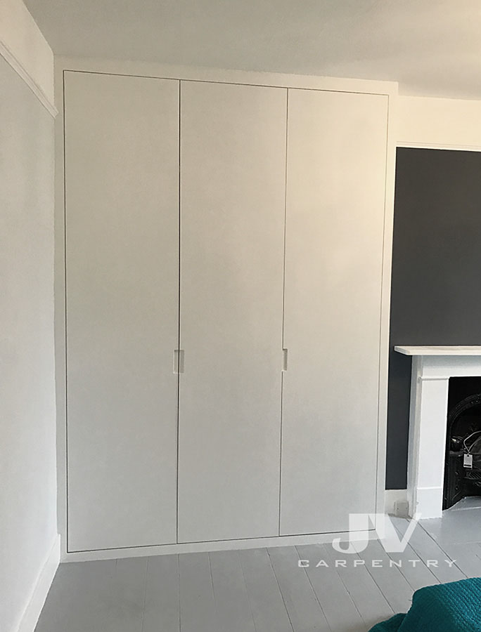 Fitted wardrobe contemporary style