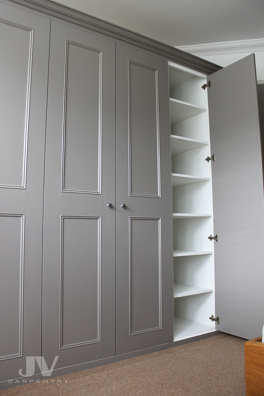 Bedroom Fitted wardrobe with shelves