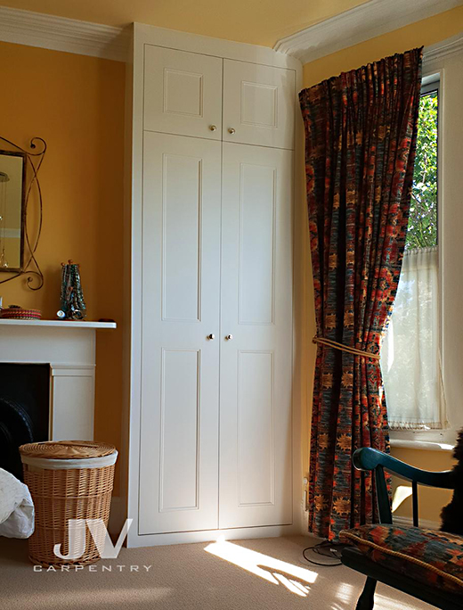 Made-to-measure wardrobe inside the left alcove. This wardrobe designed to fit perfectly into existing alcove. Fitted wardrobe made from floor to the ceiling