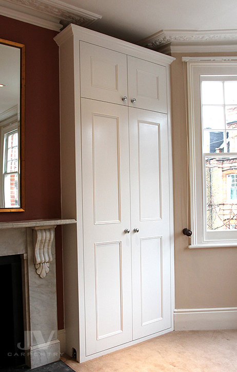 Alcove fitted wardrobe ideas for you. Picture showing made-to-measure traditional wardrobe fitted into an alcove of the London property