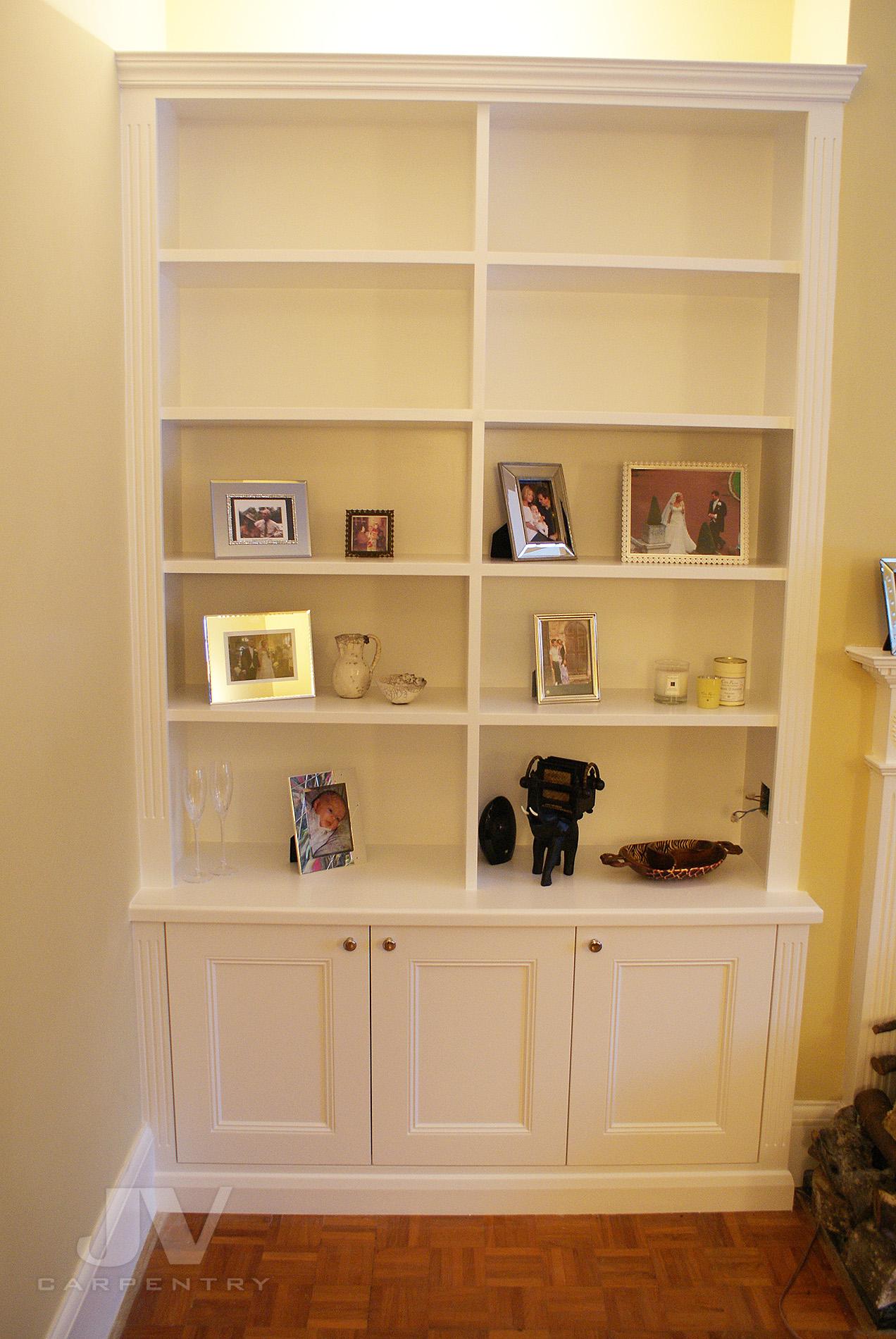 Traditional alcove bookcase idea13
