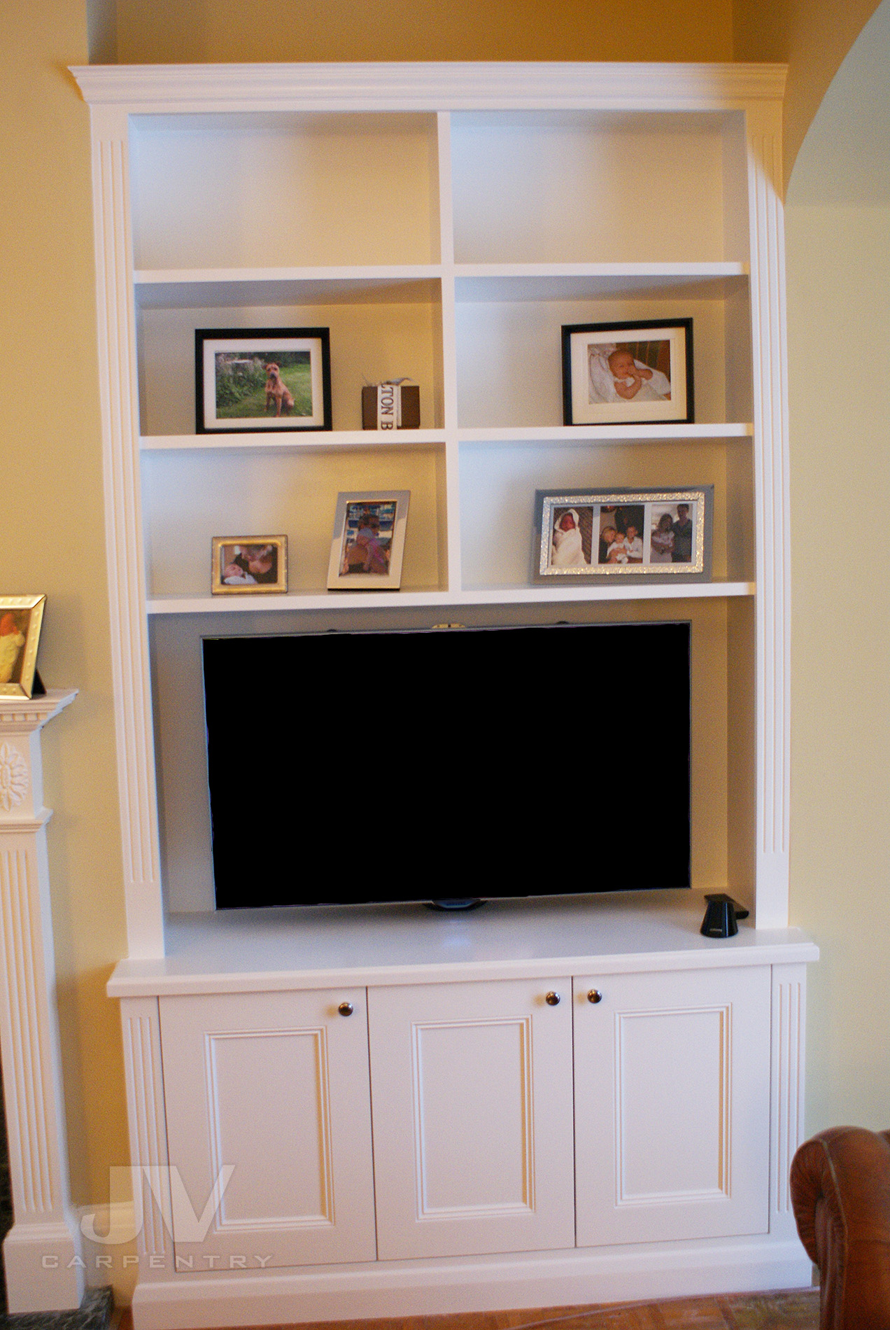 classic alcove shelving with cabinet idea 14