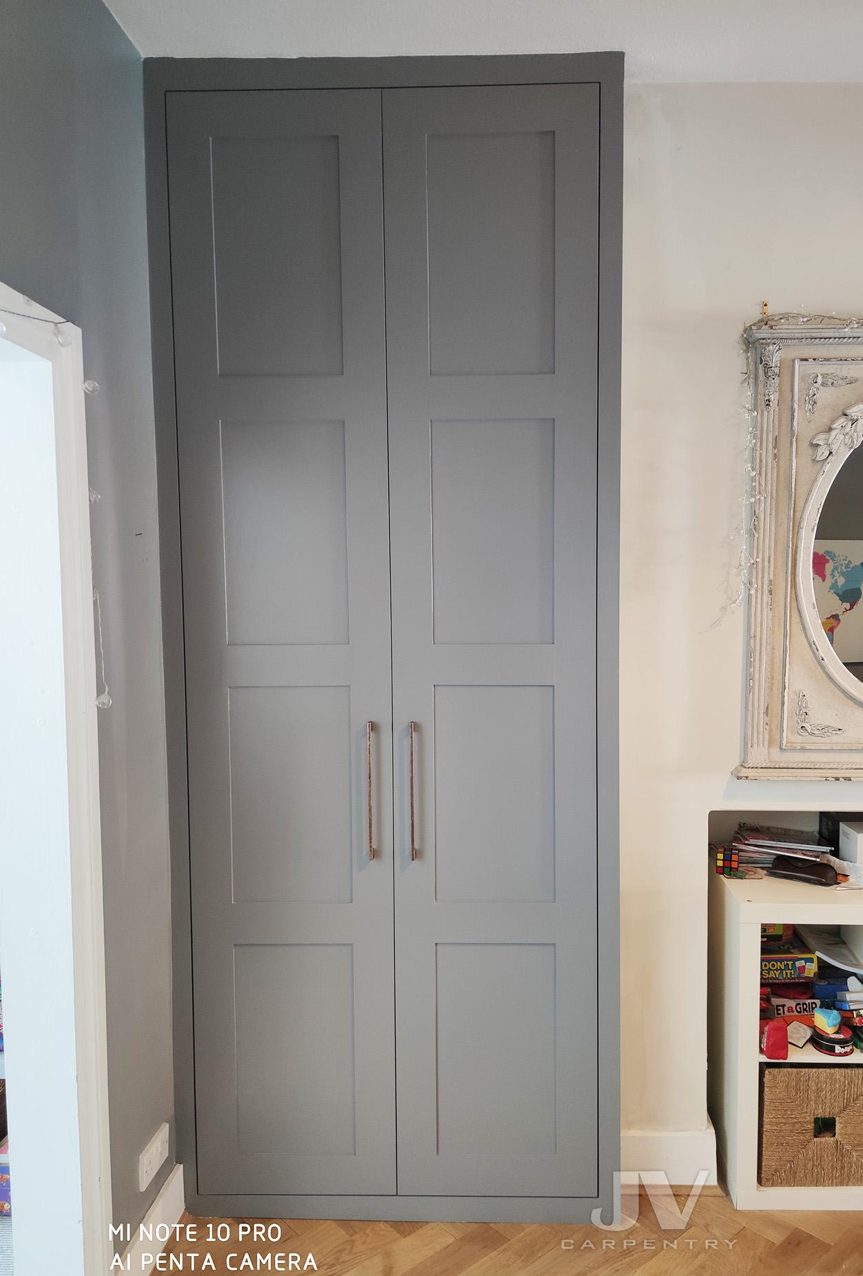 Grey alcove wardrobe