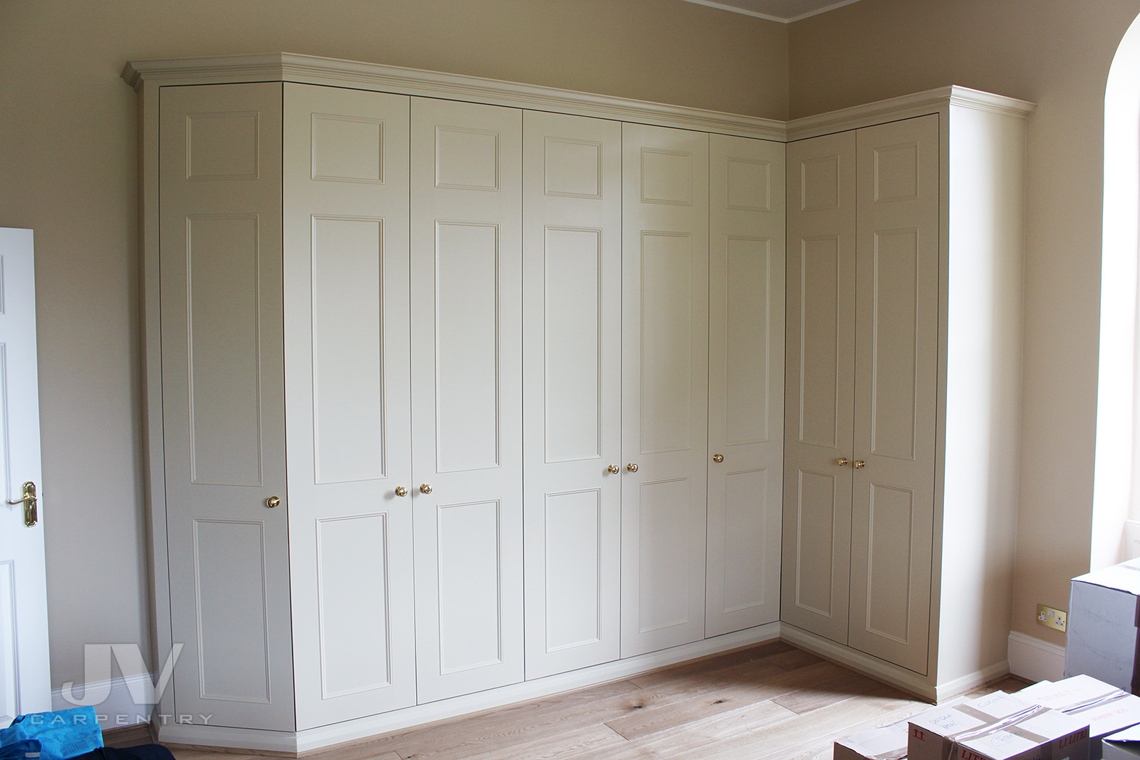 Fitted wardrobe an L-shaped