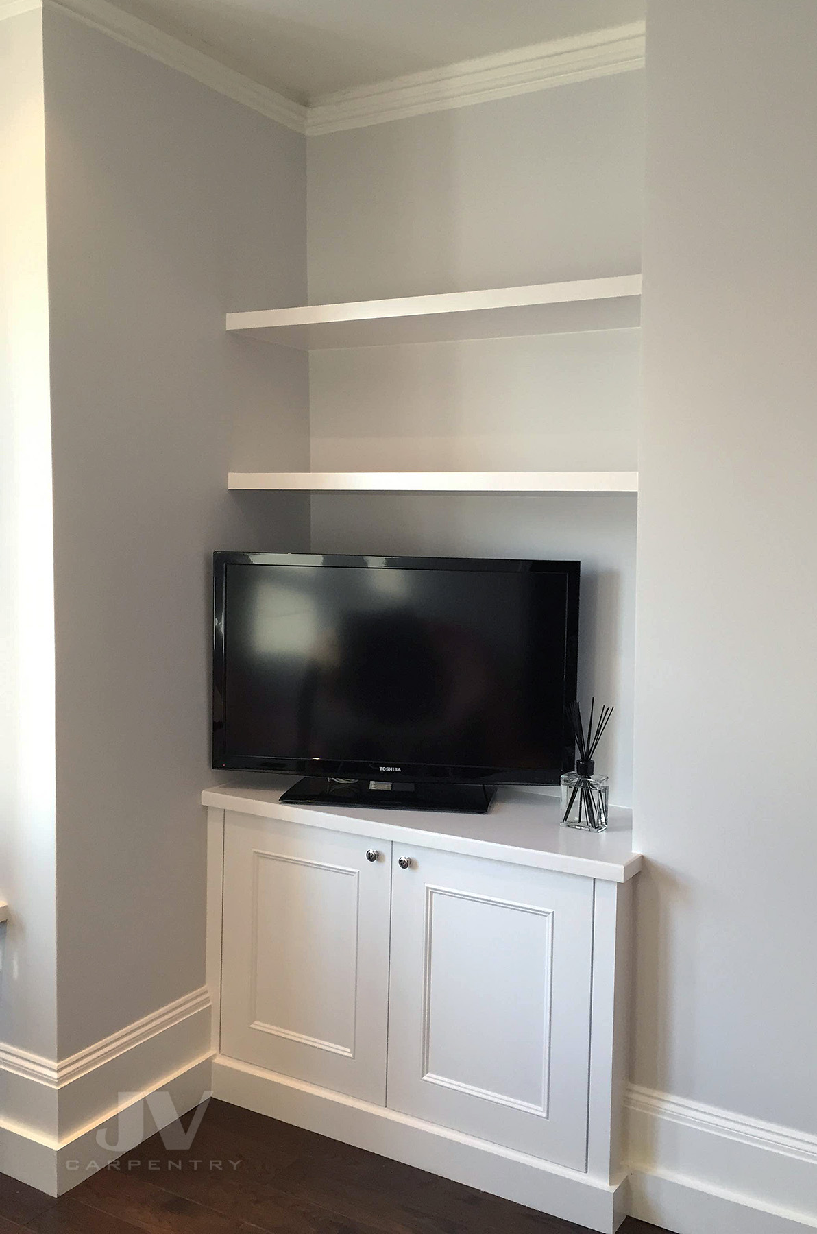 Alcove tv cabinet with floating shelves