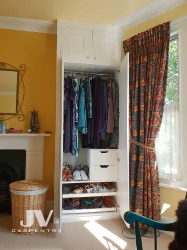 Alcove wardrobe interior idea