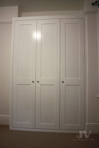Built-in wardrobe with 3 doors