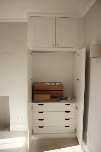 Alcove wardrobe with drawers