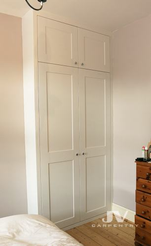 Fitted alcove wardrobe with shaker doors