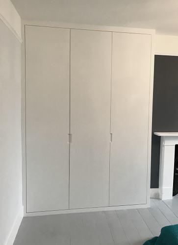 plain alcove wardrobe (RHS)