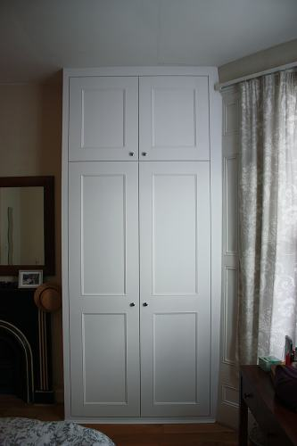 shaker beaded fitted wardrobe (RHS)