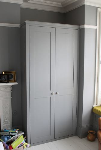 shaker wardrobe with picture rail